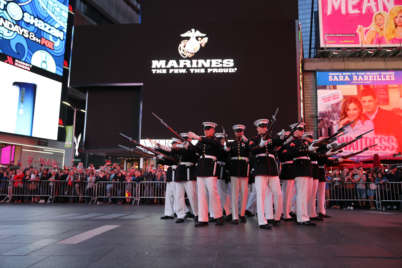 Marine Barracks > Units > Silent Drill Platoon